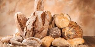 vários tipos de pão